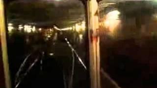 Прикол в метро... машинист жжот!...mp4
