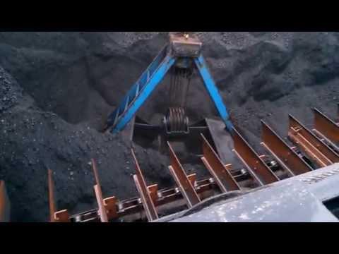 Bucket Crane Unloading Coal in Rotterdam - M/V Kalkvik