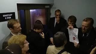 Смотреть видео ВИТАЛИЙ МИЛОНОВ, депутат Госдумы, препятствует и срывает ЛГБТ-кинофест БОК О БОК. СПб. 24.10.2018 онлайн