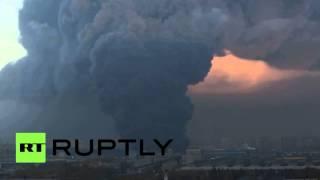 На севере Санкт-Петербурга произошел крупный пожар(В Выборгском районе Санкт-Петербурга пожарные тушат возгорание в складском помещении на площади 10 тыс...., 2015-10-17T15:45:04.000Z)