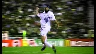 Zinedine Zidane - Ronaldinho -- Les 2 meilleurs 10 du monde.wmv