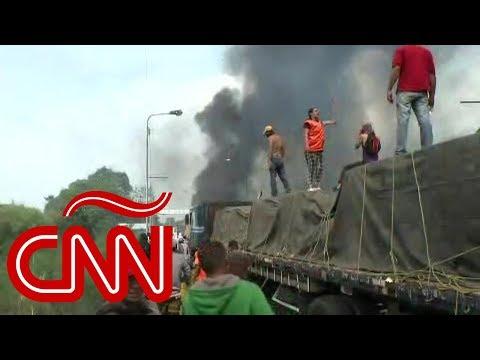 Arden camiones con ayuda humanitaria entrando a Venezuela
