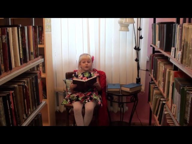 Изображение предпросмотра прочтения – СофьяПоваренкина читает произведение «Лисица и виноград» И.А.Крылова