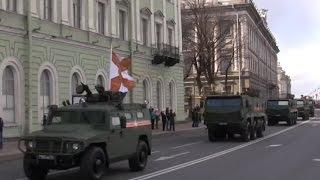 Военная техника идет в колонне с Парада Победы в Санкт-Петербурге 2017