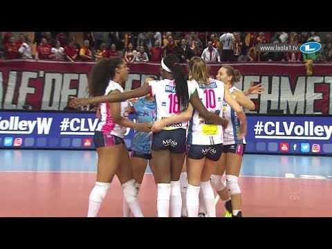 Paola EGONU taking charge with a monsterblock!