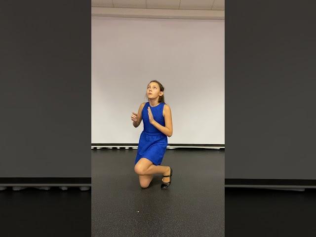 Изображение предпросмотра прочтения – ДарьяБахмацкая читает произведение «Дама в голубом» М.И.Цветаевой
