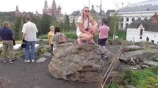 Смотреть видео храмы напротив московского парка зарядье в москве горка холм где фотографируются все туристы летом онлайн