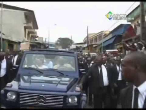 RTG \ Accueil des habitants de certains quartier de Libreville au footballeur international