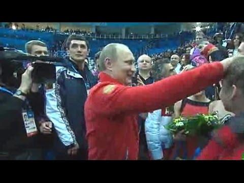 プーチン大統領がリプニツカヤ選手の頭をなでる www