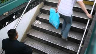 Ступеньки в метро NY(Похоже, что в