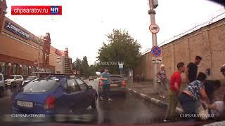 """Перебегавшая дорогу у """"Триумф Молла"""" женщина попала под колеса"""