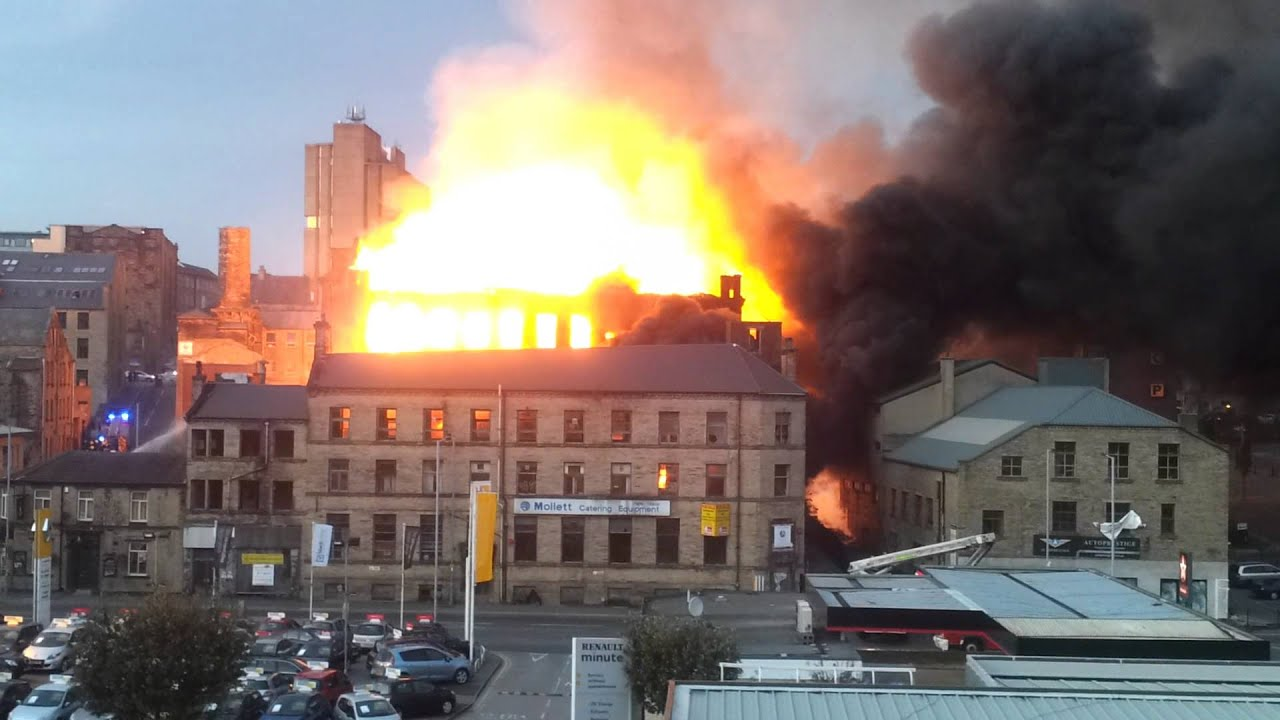 Warehouse Fire In Bradford Roof Collapse 05 10 11 Youtube