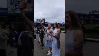 Минск, цепь солидарности. Девушки