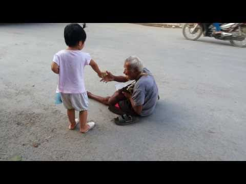 clip hot Bau oi thuong lay bi cung 20131005 be Linh Chi