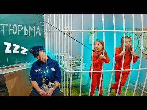 БОГАТЕНЬКАЯ ОГРАБИЛА ШКОЛУ! Попали в школьную тюрьму на каникулы!