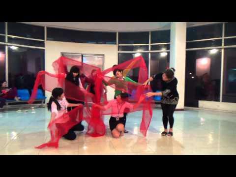 Múa đơn ca Chiếc khăn Piêu đội 5 - Sao Chổi - Bkav Show 2013