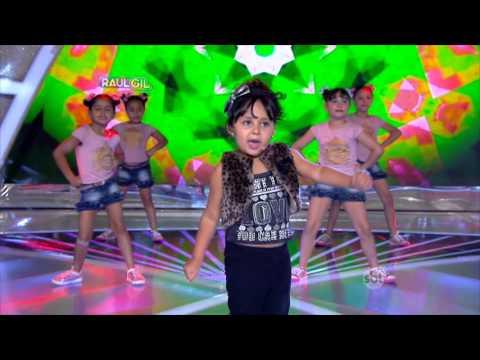 """Criança canta Anitta e da um Show ISA SAMPAIO - Show das Poderosas"""""""