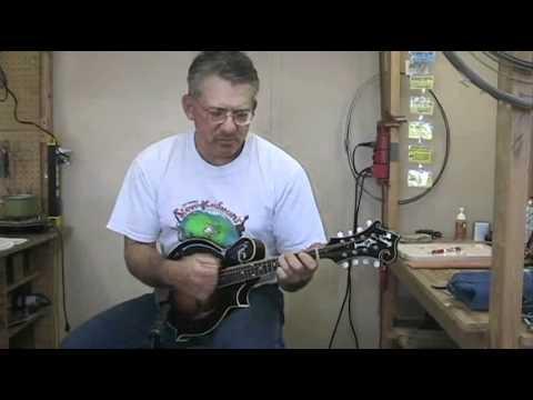 Kentucky KM1000 mandolin