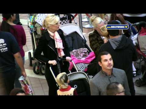 Gavin Rossdale, Gwen Stefani Take Kid to Westfield Fashion Square