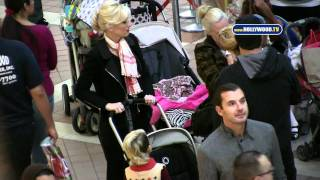 Gavin Rossdale, Gwen Stefani Take Kid to Westfield Fashion Square