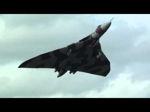 "🇬🇧 How To Set Off Car Alarms In a Car Park "" Avro Vulcan XH558 Style "".Kaynak: YouTube · Süre: 50 saniye"