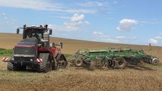Pásový traktor Case IH Quadtrac 620 Black Edition & Great Plains SIMBA SL 700 / Case IH Magnum 340