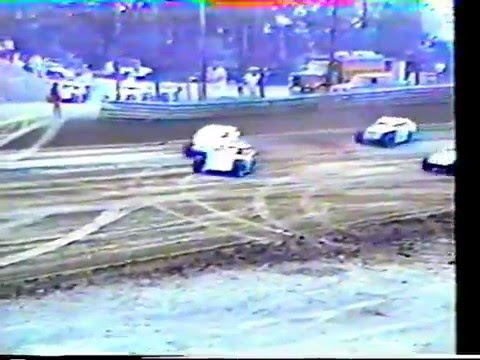 1993 Beckley Speedway UMP Modifieds feature - Roger Wireman, Hubie Hatfield