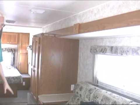 *SOLD* 2005 29' Coachmen Shasta Capri travel trailer 26286