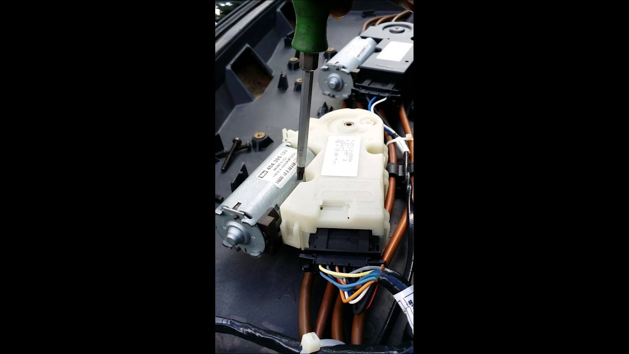 maxresdefault cadillac srx ultraview sunroof motor youtube 2011 cadillac srx liftgate wiring diagram at webbmarketing.co