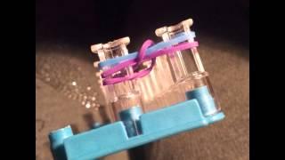 Урок плетения браслета из резинок обычным способом