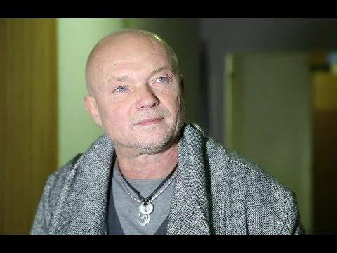 Посмотрите, ради кого легендарный актер Андрей Смоляков ушел из семьи