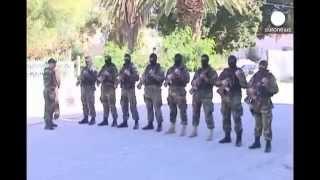 Новости. УНИКАЛЬНЫЕ КАДРЫ  выборы в Тунисе   как день свадьбы для избирателей