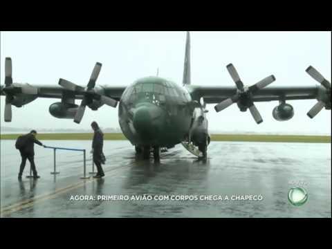 Avião da FAB com corpos de brasileiros chega a Chapecó