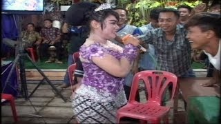 Download Video Cinta Terlarang Ratih Si Goyang Hot Ipel Ipel Dangdut Jati Moelya Bikin Terkesima  Penjoget MP3 3GP MP4