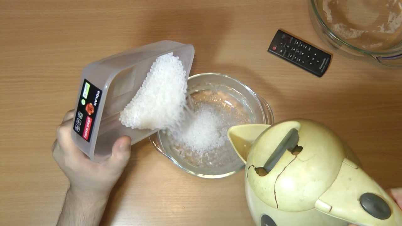 Натуральные гранулы пэнп, которые получают из прозрачной пленки,; серые. Гранулы пэвп, которые получают при переработке крышечек от пэт.