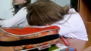 Одноклассница спит на уроке и вдруг проснулась смотреть до конца