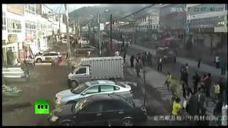 Китай: Землетрясение видео снятое на камеры видеонаблюдения в Китае.