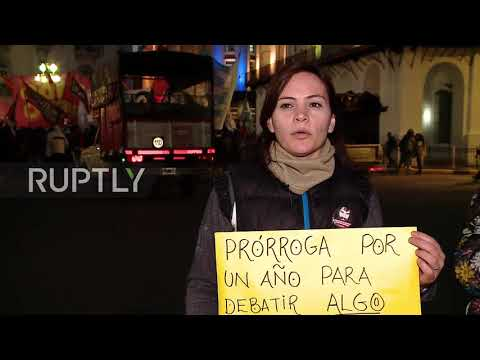 Argentina: Thousands of protesting students flood to Buenos Aires' streets over educational reform