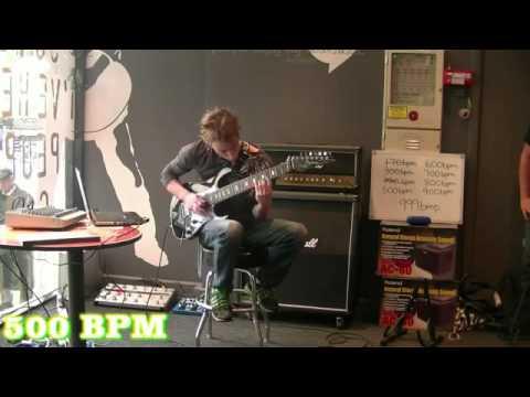 Самый быстрый гитарист в мире 2012 999BPM