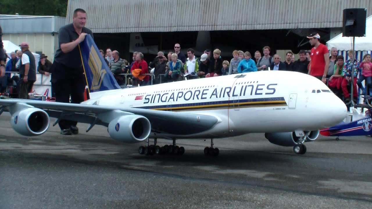 GIGANTIC RC AIRBUS A-380 Singapore Airlines in Hausen a.A 2013 RELOAD