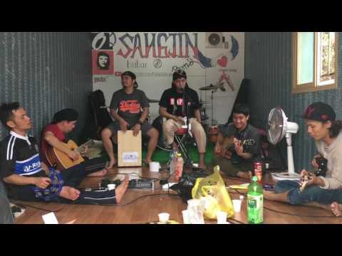 Free download Mp3 lagu PANTASKAH SURGA UNTUKKU COVER by ARLOJI terbaru