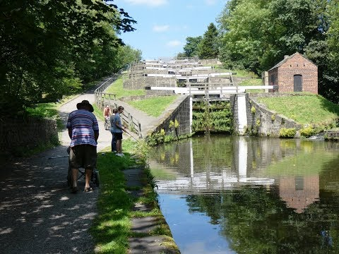 West Yorkshire Country Walk   Five Rise Locks   Leeds Liverpool Canal Round
