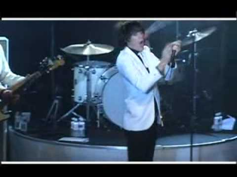 "The Hives ""Main Offender"" (Live NYC 2004)"