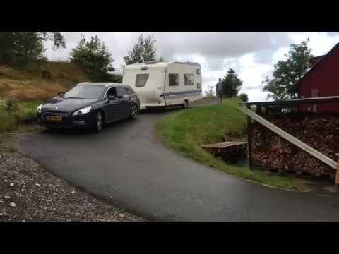 Het wegrijden vanaf camping Skogtun (Fjell) in Noorwegen ging niet al te soepel.