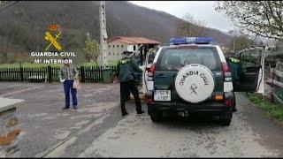 La Guardia Civil reparten medicamentos a pacientes de Oviedo