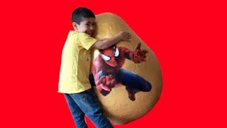 Repeat youtube video Super Giant Golden Surprise Egg - Spiderman Egg Toys Opening + 3 Kinder Surprise Eggs Unboxing