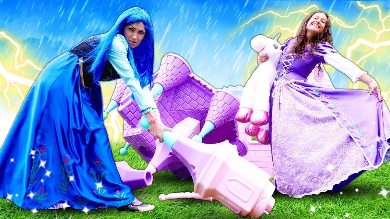Download Prenses oyun videoları. Yağmur altında kalan şımarık prensesler kale kuruyorlar. Kız oyunları