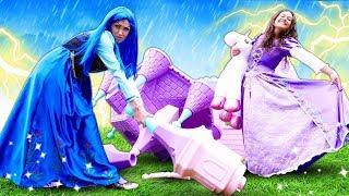 Prenses çocuk oyunları. Yağmur altında kalan prensesler kale kuruyorlar