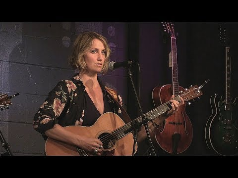 Joan Shelley - Jenny Come In - Live at McCabe's