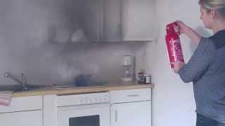 Feuer löschen mit Feuerlöscher für Fettbrände geeignet